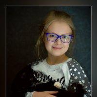 девочка с кошкой :: Александр Моняков
