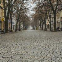 Людный город Бернбург. Воскресенье. Полдень. Центральная улица :: Александр