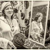 Как нам нравятся перья и шляпки, и загадочной дымкой вуаль!.. :: Ирина Данилова