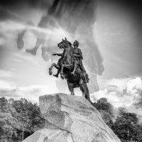 «Тут пред тобою, мальчик, славный город – иди ж вперёд и будь его достоин!» :: Сергей В. Комаров