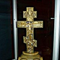 Крест,снятый с купола разрушенной Старочеркасской церкви :: Надежда