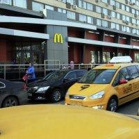 Жёлтые в городе... :: Владимир однакО...