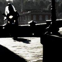 Призрачный мотоциклист :: Людмила Синицына
