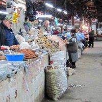 Конец дня на кутаисском рынке :: Татьяна Манн