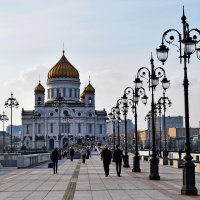 Патриарший мост ведет к Храму Христа Спасителя. :: Татьяна Помогалова