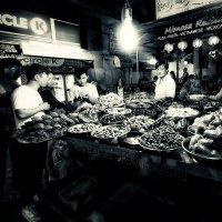 Гуляя по улочкам вечернего Сайгона...Вьетнам! :: Александр Вивчарик