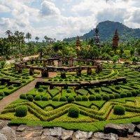 Стоунхендж в тропическом парке Нонг Нуч. Тайланд. :: Rafael
