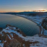 Рассвет над островом :: Анатолий Иргл