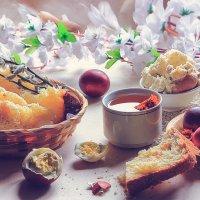 Всюду радость, всюду счастье, Всюду много милых лиц И рябит в глазах от пасок И от крашеных яиц,  Со :: ALISA LISA