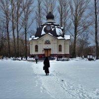 Снежная дорожка к Храму... :: Sergey Gordoff