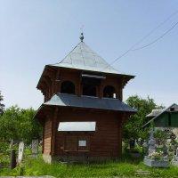 Деревянная   звонница   в    Яремче :: Андрей  Васильевич Коляскин
