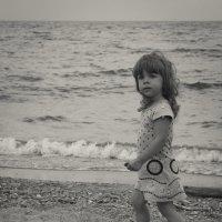 Девочка, наблюдающая полёт воздушного змея :: @ fotovichka