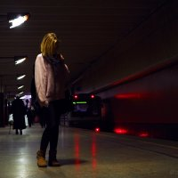 Девушка в метро :: Надежда Крылова