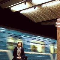 Ожидание в метро. :: Надежда Крылова