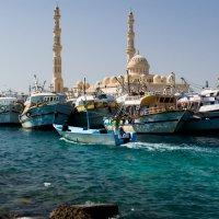 Рыболовецкий  порт и мечеть Эль Мина :: Ruslan