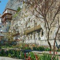 Монашеский дворик :: Юрий Яловенко