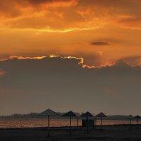 Вечерний пляж :: Александр Довгий