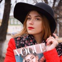 Леди в красном :: Каролина Савельева