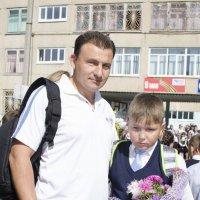 -Сын, улыбайся 1 сентября- день знаний, праздник ведь! :: Ольга Русакова