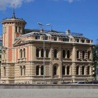 Дом на набережной :: Вера Щукина