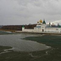 Лед тронулся, Ипатьевский монастырь, р. Кострома . :: Святец Вячеслав