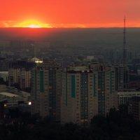 Красное солнце Алма-Аты :: Natalya Danilova