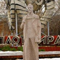 ... и Ленин такой молодой... :: Владимир Болдырев