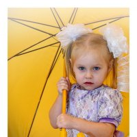 Леди под жёлтым зонтом. :: A. SMIRNOV