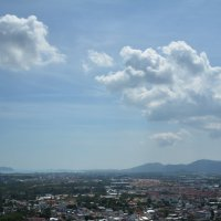 Облака над городом :: Наталья Покацкая