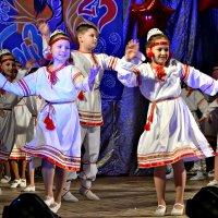 Танцуют дети. :: Михаил Столяров