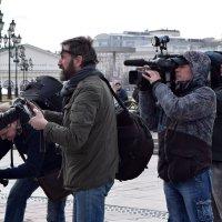 Если бы не фотографы, то люди бы меньше улыбались. :: Татьяна Помогалова