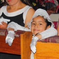 Девочка в церкви :: Elena Spezia