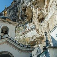 Фрагмент монастыря в скалах :: Юрий Яловенко