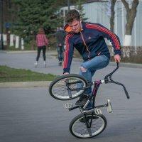 Велотанцы. :: Сергей Исаенко
