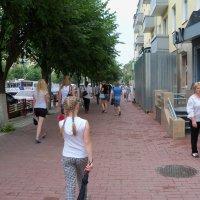 В потоке длинных улиц, шагает уверенно новое поколение.. :: Светлана Сейбянова