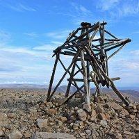 Триангуляционный пункт на вершине г. Листвяная :: Сергей Карцев