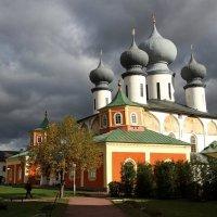 Успенском соборе Тихвинского Богородичного Успенского монастыря :: Александр Алексеенко