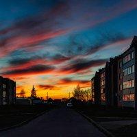 Багровые уходят к горизонту облака... :: Анатолий Клепешнёв