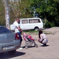 Семья на прогулке :: Нина Корешкова