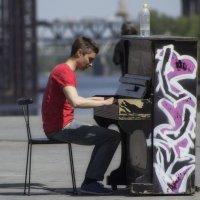Пианист на площади. :: Svetlana