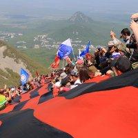 Массовое восхождение на гору Бештау в честь Дня Победы! :: Леонид Сергиенко