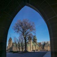 Вид из арки на Западный блок парламента (Оттава, Канада) :: Юрий Поляков