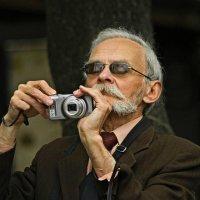 Ну настоящий Фотолюбитель... :: Юрий Гординский