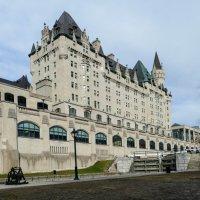 Подойдя поближе к замку-отелю Шато-Лорье... (Оттава, Канада) :: Юрий Поляков