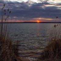 Апрельский вечер на Нововоронежском водохранилище 2017 :: Юрий Клишин