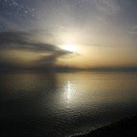 Туманный закат :: valeriy khlopunov