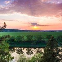 Весенний закат у реки.. :: Юрий Стародубцев