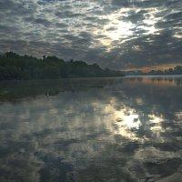 Утро облачное над рекой :: Константин Тимченко