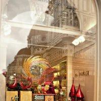 Флоренция.Витрина с отражением в стекле собора Санта Мария дель Фьоре :: Galina Belugina