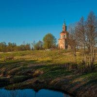 Весенний пейзаж со старой церковью :: Alexander Petrukhin